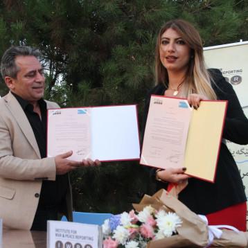 معهد صحافة الحرب والسلام يوقع شراكة مع مركز ميترو ومنظمة التنمية المدنية