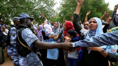 السلطات السودانية تغلق عددا من الطرق في الخرطوم