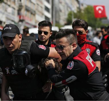 اعتقال عشرات العسكريين بدعوى الارتباط بغولن