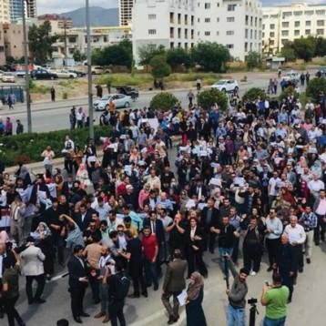 تظاهرات ساخطة في السليمانية تنادي بإقالة حكومة الإقليم وربط رواتب مواطنيه بالحكومة الاتحادية