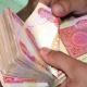 مستشار رئيس الوزراء يصف الأزمة المالية بـ»العميقة» ويلمح بإستمرار الاقتراض لدفع الرواتب